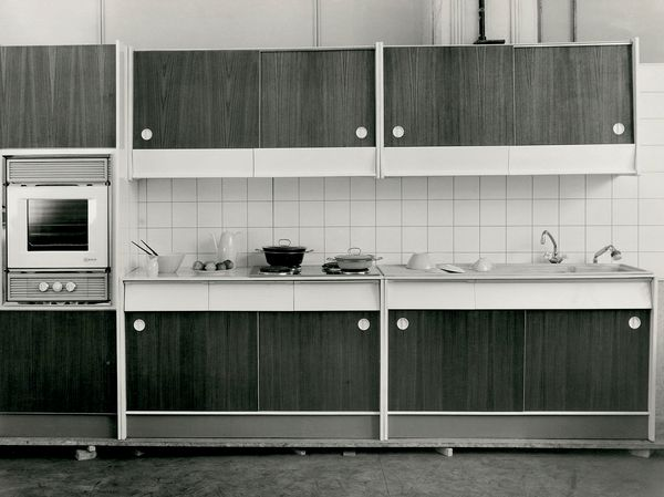 60-a leta - lepo zloženi krožniki