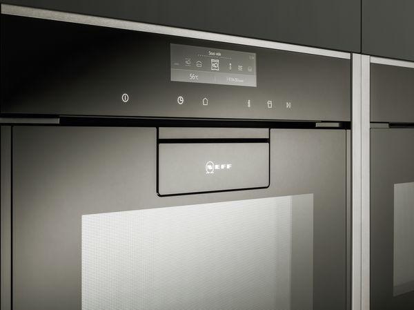 Ein Backofen Mit Flächenbündigem Griff Vollendet Das Design Einer  Grifflosen Küche